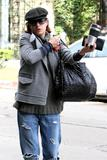 th_14837_Celebutopia-Kate_Walsh_with_ripped_jeans_in_Hollywood-26_122_1030lo.JPG