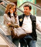 http://img25.imagevenue.com/loc1055/th_38870_Jennifer_Love_Hewitt_2009-02-17_-_to_the_Grove_shopping_mall_in_LA_0135_122_1055lo.jpg