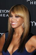 http://img25.imagevenue.com/loc108/th_27200_s-bk-promotes-beyonce-heat-at-macys-in-nyc-20100203-8_122_108lo.jpg