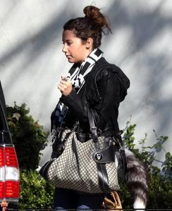 Nov 28, 2010 - Ashley Tisdale - Leaving Her Home Th_77553_tduid1721_Forum.anhmjn.com_20101130073522014_122_187lo