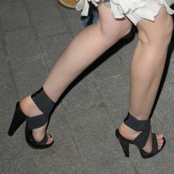 Sexy Celebrity Legs & Feet: Emma Watson