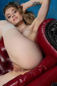 http://img25.imagevenue.com/loc252/th_543205340_tduid300163_Stunning_Queen_Rebecca_G_high_0101_123_252lo.jpg