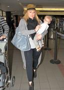 http://img25.imagevenue.com/loc40/th_177285817_Hilary_Duff_arriving_at_LAX17_122_40lo.jpg