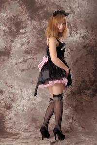 http://img25.imagevenue.com/loc425/th_232520602_Silver_Sandrinya_maid_3_031_122_425lo.jpg