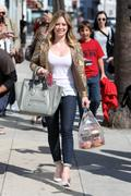 http://img25.imagevenue.com/loc441/th_863269824_Hilary_Duff_at_Crumbs_bakery69_122_441lo.jpg