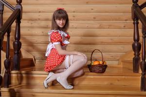 http://img25.imagevenue.com/loc529/th_105427715_tduid300163_Silver_Sandrinya_maid_1_102_122_529lo.JPG
