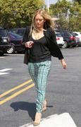 http://img25.imagevenue.com/loc557/th_918270324_Hilary_Duff_shopping_HD_Buttercup_Furniture26_122_557lo.jpg