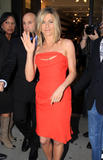http://img25.imagevenue.com/loc600/th_72289_JenniferAniston2011_05_05_leavingSephora25_122_600lo.jpg