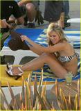 Kristen Bell - Bikini Candids Filming ?Forgetting Sarah Marshall? Foto 173 (������� ���� - Bikini Candids ������? Forgetting Sarah Marshall? ���� 173)
