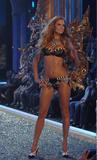 th_26688_celebutopia.net_Victoria94s_Secret_Show_4166_122_882lo.jpg